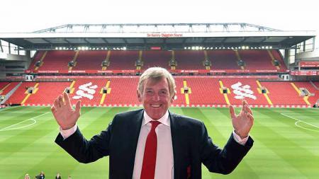 Legenda Liverpool, Kenny Dalglish, turut buka suara soal penunjukan Rafael Benitez sebagai juru taktik anyar Everton. - INDOSPORT
