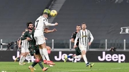 Cristiano Ronaldo menunjukkan jika dirinya masih layak disebut sebagai yang terbaik, menyusul brace yang ia sumbangkan dalam kemenangan Juventus atas Crotone. - INDOSPORT