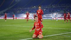 Indosport - Selebrasi gelandang Bayern Munchen, Jamal Musiala, usai menjebol gawang Lazio dalam pertandingan Liga Champions, Selasa (23/2/21).