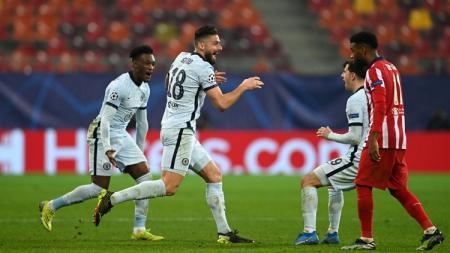 Striker Chelsea, Olivier Giroud, mencetak gol ke gawang Atletico Madrid dalam pertandingan Liga Champions, Selasa (23/2/21). - INDOSPORT