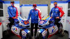 Indosport - Unsur motif batik berwarna biru hiasi livery Mandalika SAG Team untuk Moto2 2021.