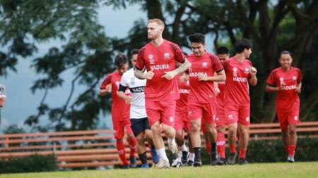 Madura United akan berpartisipasi di Piala Menpora 2021 dengan memasukkan 30 nama pemainnya. - INDOSPORT