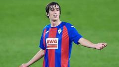 Indosport - Arsenal siap bersaing dengan Barcelona guna mendapatkan Bryan Gil dari Sevilla di bursa transfer musim panas 2021 nanti. Siapa sebenarnya pemain 20 tahun itu?