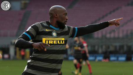 Selebrasi striker Inter Milan, Romelu Lukaku, usai menjebol gawang Genoa dalam pertandingan Serie A Italia, Minggu (28/2/21). - INDOSPORT
