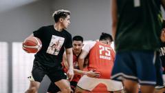 Indosport - Pebasket Louvre Dewa United Surabaya, Kevin Moses.