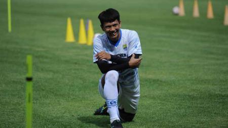 Achmad Jufriyanto sudah hadir dalam latihan perdana Persib di Stadion GBLA, Kota Bandung, Senin (1/3/21). - INDOSPORT