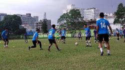 Para pemain prioritas PSMS mengikuti latihan rutin di Stadion Mini Kebun Bunga, Medan, Senin (01/03/21) petang.