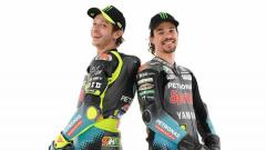 Indosport - Valentino Rossi dan Franco Morbidelli dengan livery terbaru Petronas Yamaha SRT.