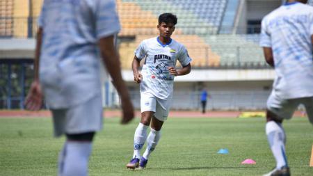 Bayu Mohamad Fiqri, saat latihan perdana di Persib Bandung, Senin (01/03/21). - INDOSPORT