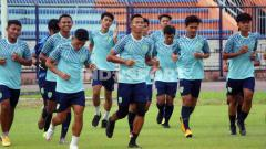 Indosport - Pemain Persela Hadir di latihan perdana yang berlangsung di Stadion Surajaya, Lamongan.