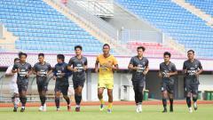 Indosport - Suasana latihan perdana Persita Tangerang sebagai persiapan Piala menpora 2021, Rabu (03/03/21).