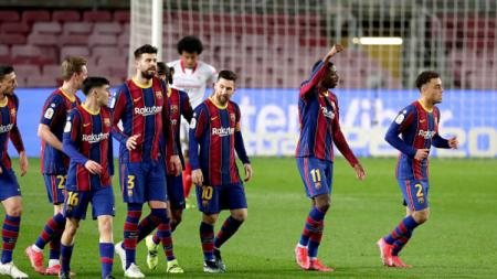 Pemain Barcelona rayakan gol Ousmane Dembele. - INDOSPORT