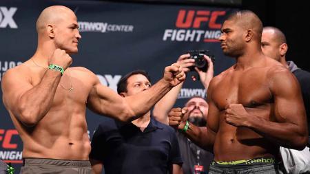 Junior dos Santos dan Alistair Overeem resmi di pecat dari UFC. - INDOSPORT