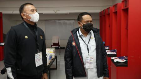 Menpora Zainudin Amali dan Ketum PSSI M Iriawan, memantau venue Timnas Indonesia vs Tira-Persikabo. - INDOSPORT