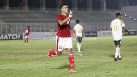 Kabar terbaru cedera Muhammad Rafli, yang harus ditarik keluar saat laga uji coba Timnas Indonesia U-23 lawan Bali United, Minggu (07/03/21) di Stadion Madya. - INDOSPORT