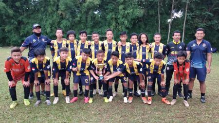 Klub Liga 3, Depok City FC, mengirim tim ke turnamen remaja IBH Soccer Cup dan sukses menjadi juara ketiga, Minggu (7/3/21). - INDOSPORT