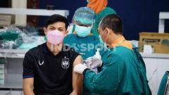 Indosport - Alfeandra Dewangga saat menjalani vaksinasi tahap kedua di Kantor Gubernur Jawa Tengah.