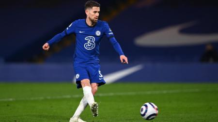 Jorginho mencetak gol kedua Chelsea melawan Everton lewat titik penalti. - INDOSPORT