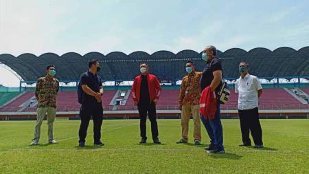 PT LIB Selaku panitia penyelenggara Piala Menpora 2021 meninjau Stadion Maguwoharjo sebagai persiapan menghelat pertandingan grup D. - INDOSPORT