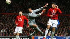 Indosport - Bintang Manchester United, Cristiano Ronaldo, beraksi dalam pertandingan Liga Champions kontra Inter Milan, 11 Maret 2009.