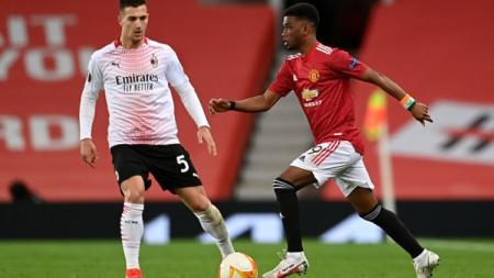 Manchester United menepis kemungkinan melepas Diogo Dalot secara permanen ke AC Milan usai sang bek kanan tampil apik saat dipinjamkan ke Rossoneri musim ini. - INDOSPORT