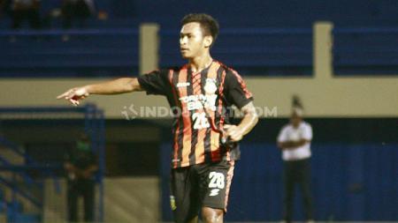 Osvaldo Haay saat memperkuat Tim PON Papua di laga eksibisi. - INDOSPORT