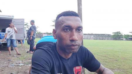 Striker PSM, Patrich Wanggai mengaku belum pasti dimainkan di Babak 8 Besar Piala Menpora 2021 melawan PSIS Semarang. - INDOSPORT