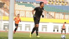 Indosport - Kiper Persita, Muhamad Darmawan saat mengikuti TC Timnas Indonesia U-19.