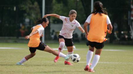 Timnas Wanita Indonesia menang atas Bina Sentra Cirebon dengan skor 15-0. - INDOSPORT