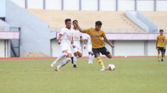 Indosport - Laga uji coba antara Persita Tangerang vs Persija Jakarta.
