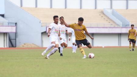 Laga uji coba antara Persita Tangerang vs Persija Jakarta. - INDOSPORT