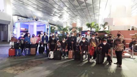 Kontingen bulutangkis Indonesia ramai-ramai mengecam BWF setelah diminta mundur dari All England karena satu pesawat dengan penumpang yang positif Covid-19. - INDOSPORT