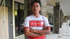 Indosport - Pemain Madura United, Bayu Gatra, menerima kekalahan timnya dari Bhayangkara FC di Liga 1, Sabtu (18/09/21).