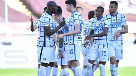 Romelu Lukaku merayakan gol bersama pemain Inter Milan lainnya di laga melawan Torino. - INDOSPORT