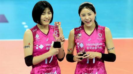 Lee Jae-yeong dan Lee Da-yeong, atlet kembar Korea Selatan, melakukan bully. - INDOSPORT