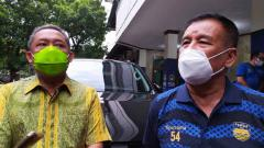 Indosport - Wakil Wali Kota Bandung, Yana Mulyana (kiri) dan Komisaris PT PBB, Umuh Muchtar (kanan).