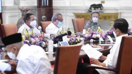 Rapat terbatas persiapan PON XX dan Peparnas XVI di Istana Negara, Senin (15/03/21). - INDOSPORT
