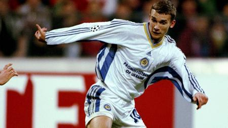Aksi striker Dynamo Kyiv, Andriy Shevchenko, dalam pertandingan Liga Champions kontra Real Madrid, 17 Maret 1999. - INDOSPORT