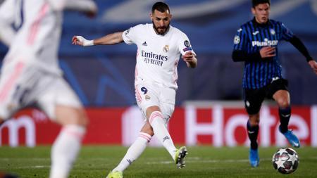Karim Benzema mencetak gol di laga Liga Champions Real Madrid vs Atalanta - INDOSPORT