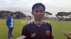 Indosport - Bek sayap kiri anyar klub PSM Makassar, Abdul Rachman, menyerahkan semua keputusan kepada tim pelatih soal peluang bermainnya di Piala Menpora 2021.