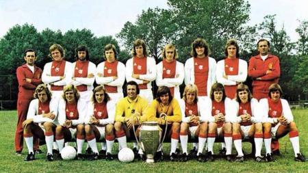 Kisah revolusi Ajax Amsterdam di bawah asuhan Rinus Michels dan gaya Total Football yang memenangkan tiga gelar Liga Champions. - INDOSPORT