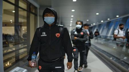 PSM Makassar telah tiba di Bandara Internasional Juanda, Surabaya, Sabtu (20/03/21) petang. - INDOSPORT