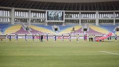 Indosport - Prokes ketat laga pembuka Piala Menpora antara Arema FC vs Tira Persikabo di Stadion Manahan Solo, Minggu (21/03/21).