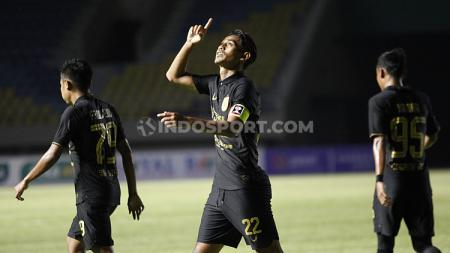 Selebrasi gol Hari Nur Yulianto di laga PSIS Semarang vs Barito Putera pada laga perdana grup A Piala Menpora 2021 di Stadion Manahan Solo, Minggu (21/03/21). - INDOSPORT