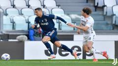 Indosport - Cristiano Ronaldo mendapatkan pengawalan ketat dari pemain Benevento.