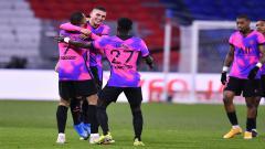 Indosport - Selebrasi para pemain PSG setelah berhasil menjebol gawang Lyon.