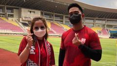 Indosport - Michelle Kuhnle Pose Bareng Pemilik Saham Persis Solo, Kaesang Pangarep