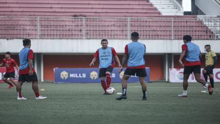 Suasana latihan Bali United di Stadion Maguwoharjo, Sleman, Senin (22/03/21). - INDOSPORT