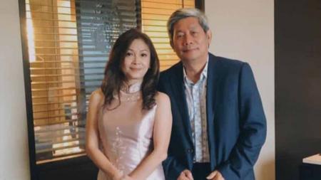 Rayakan anniversary, Herry IP pamer potret mesra bareng istri. - INDOSPORT