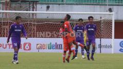 Indosport - Selebrasi pemain Persiraja Aceh setelah gol ke gawang Persita Tangerang pada laga pembuka grup D Piala Menpora 2021 di Stadion Maguwoharjo, Sleman, Rabu (24/03/21) sore.